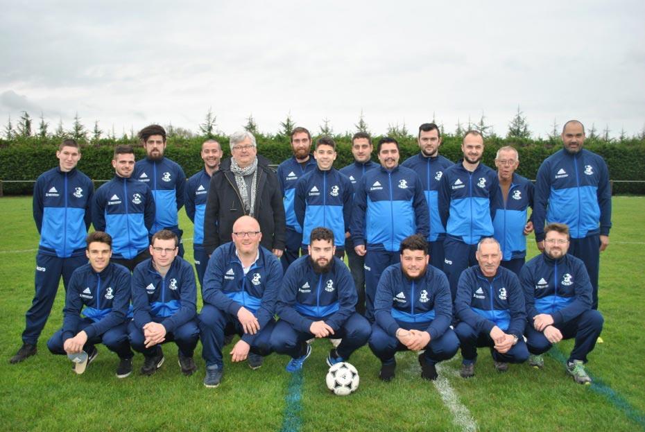 Équipe de football USBR avec son sponsor Koro Marketing représenté par Alan-Ewran Coraud